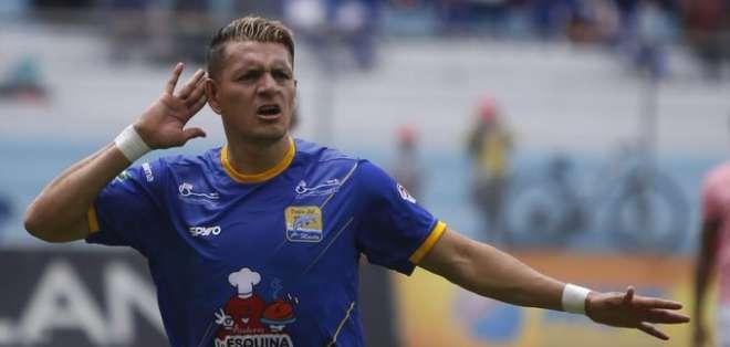 Carlos Garcés es el goleador de Delfín con 15 anotaciones. Foto: Archivo