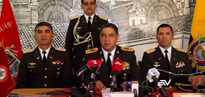 En el centro, Santiago Almeida, comandante de la Tercera División del Ejército. Foto: captura de pantalla.
