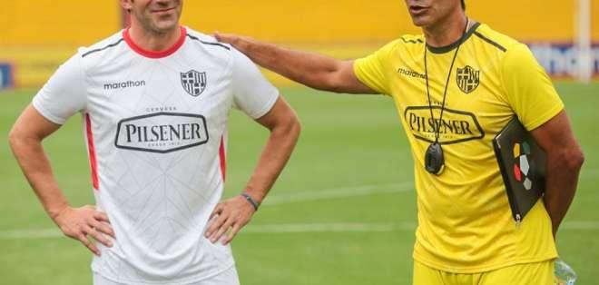 Del Piero (izquierda), junto al entrenador de Barcelona SC. Foto: Twitter BSC.