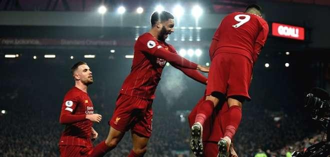 Jugadores del Liverpool celebran uno de los goles. Foto: Twitter.