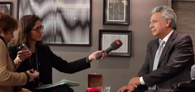 Moreno mantuvo una entrevista con el medio Schweizer Fernsehen (Radiodifusión de Suiza). Foto: Presidencia del Ecuador