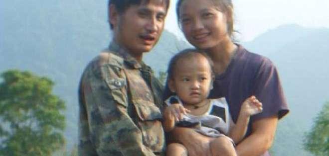 """Pinnapa """"Muenoor"""" Prueksapan sabía que su esposo, Porlajee """"Billy"""" Rakchongcharoen, corría peligro."""