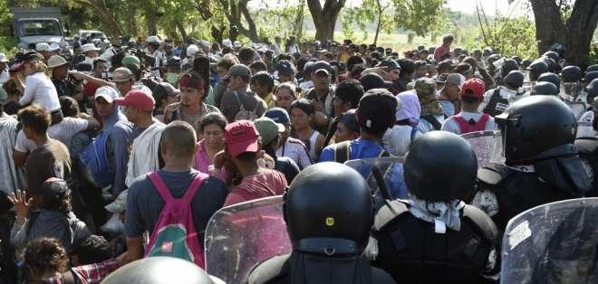 Fuerzas mexicanas detienen a 800 de migrantes de la caravana 2020. Foto: AFP