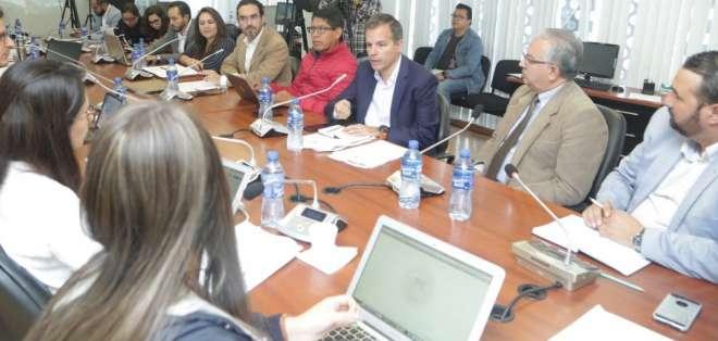 Representantes de diferentes organizaciones dieron sus opiniones sobre el tema. Foto: Tomada de @AsambleaEcuador