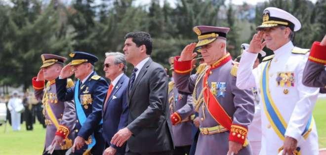 El vicepresidente (c.) estuvo acompañado del Ministro de Defensa, Oswaldo Jarrín. Foto: Tomada de @Vice_Ec