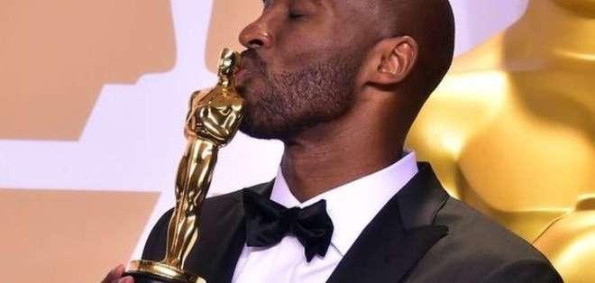 """En 2018 la leyenda de la NBA recibió un Oscar por su cortometraje de animación """"Querido Baloncesto"""". Foto: Getty Images"""
