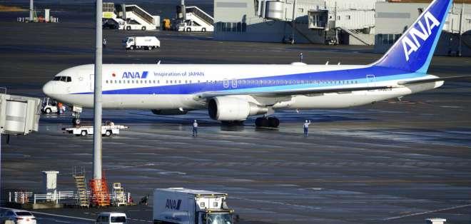 Un avión japonés rentado con evacuados de Wuhan, China. Foto: AP