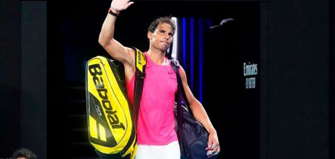 Rafa Nadal saliendo de la cancha, luego de su derrota.