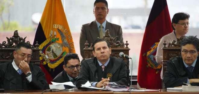 Los tres jueces del tribunal se defenderán a través de su abogada Gina Gómez de la Torre. Foto: API