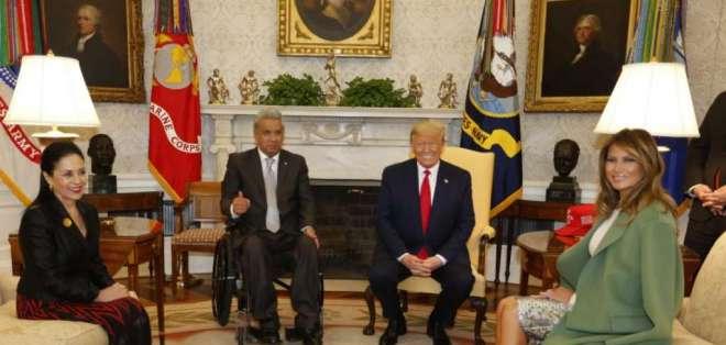 Visita de Lenín Moreno y su esposa a la Casa Blanca en Estados Unidos, junto al presidente Trump y su esposa.