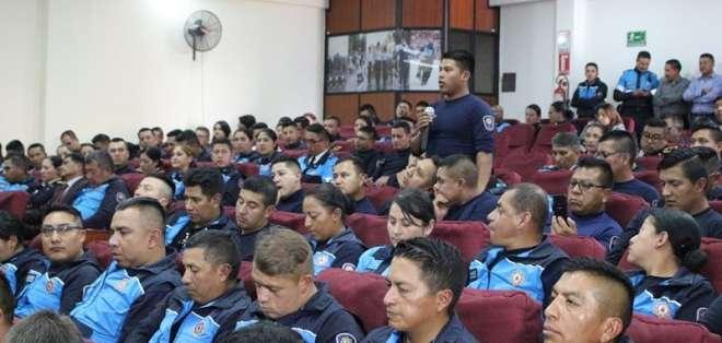 En total, 250 funcionarios recibieron asesoramiento en cuestiones como definición de delitos y flagrancia. Foto: DMQ