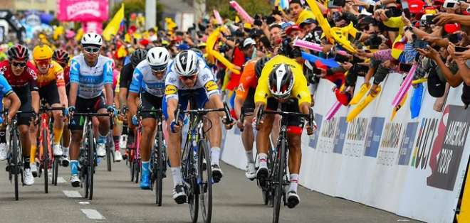 Recta final de la etapa de este sábado. Foto: Tour de Colombia.