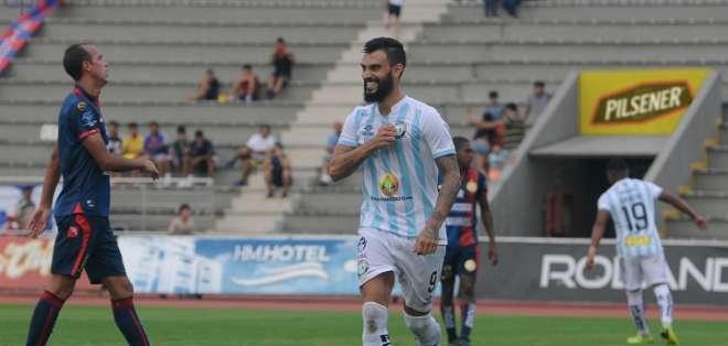 Gonzalo Mastriani celebra uno de sus goles. Foto: API.