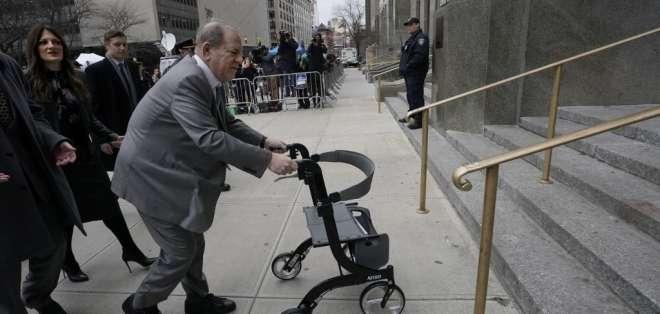 El famoso productor de cine Harvey Weinstein, al llegar a la Corte de Manhattan. Foto: AFP