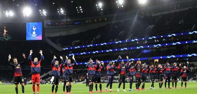 El equipo del Leipzig celebra ante su público. Foto: Leipzig.