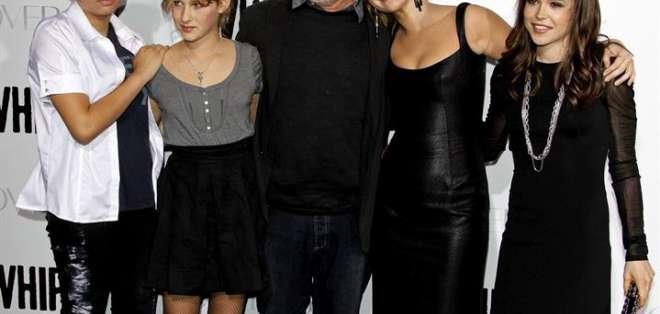 Mikaela Spielberg (i.) fue adoptada en 1996. Foto: EFE/Nina Prommer/Archivo