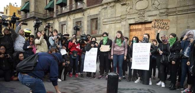Mujeres ya comenzaron a protestar tras la muerte de la niña Fátima. Foto: ALFREDO ESTRELLA / AFP