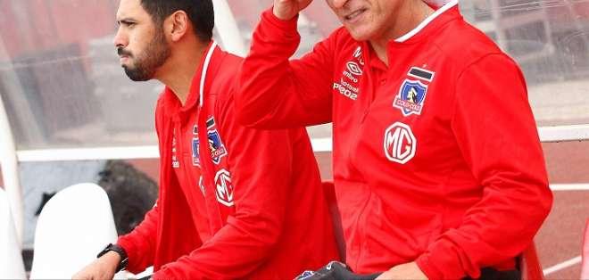Mario Salas (derecha) junto a su Asistente Técnico. Foto: Twitter.