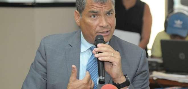 El expresidente de Ecuador durante una rueda de prensa. Foto: Archivo/API