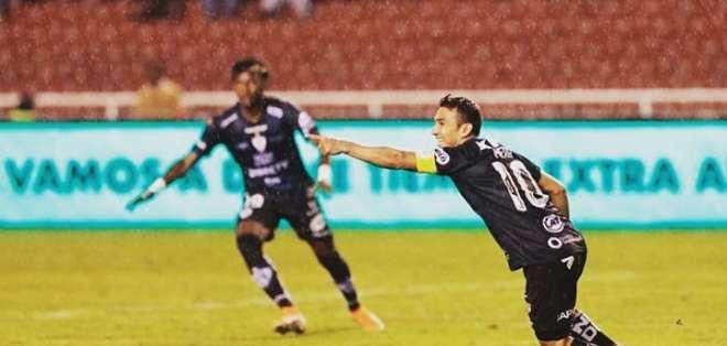Efrén Mera celebra uno de sus goles. Foto: Twitter LigaPro.