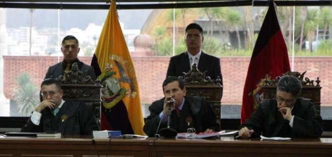 De izquierda a derecha, los jueces Iván Saquicela, Iván León y Marco Rodríguez. Foto: Fiscalía