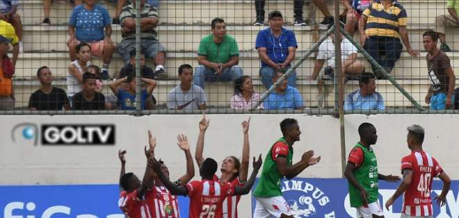 Festejo de los jugadores de Técnico Universitario. Foto: API.