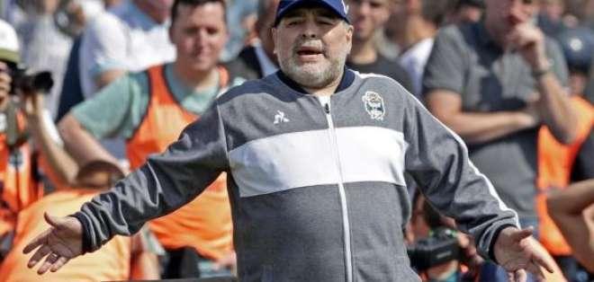 Maradona, DT de Gimnasia. Foto: Internet.