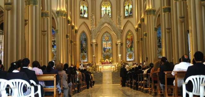 La ministra no especificó desde cuando abrirán las iglesias católicas.