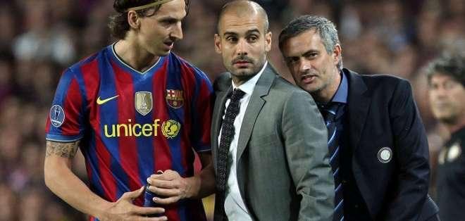 El momento del partido en el que Mourinho se acercó a Pep. Foto: Huancavilca.