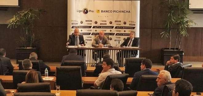 Dirigentes de LigaPro. Foto: LigaPro.
