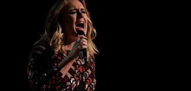 La cantante Adele, durante una presentación. Foto: Archivo AFP