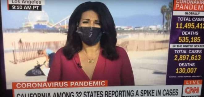 Momento en que la periodista trasmitía en directo desde una playa de Los Ángeles. Foto: Captura