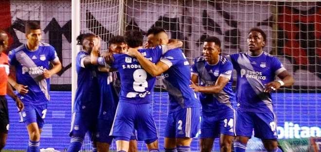 Jugadores de Emelec celebran uno de los goles del equipo. Foto: Emelec.