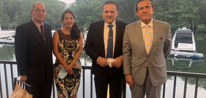 De izquierda a derecha, el tercero es el doctor Luis Eduardo Fayad.