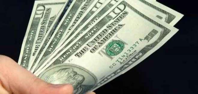 Al momento el salario básico es de 400 dólares. Foto: Archivo