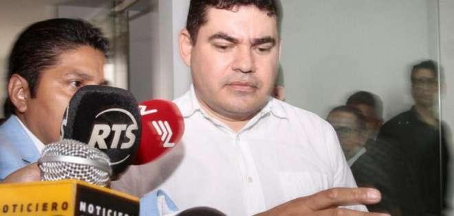 El cura José Tuárez cuando llegó a la audiencia de formulación de cargos en noviembre de 2019. Foto: API