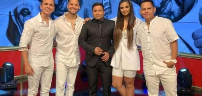 Maykel, Jorge Luis del Hierro, Dayanara Peralta y Jhonatan Luna cantaron el tema. Foto: Tomada de @encontactoecuavisa
