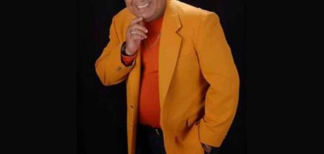 Roberto Calero, cantante ecuatoriano.
