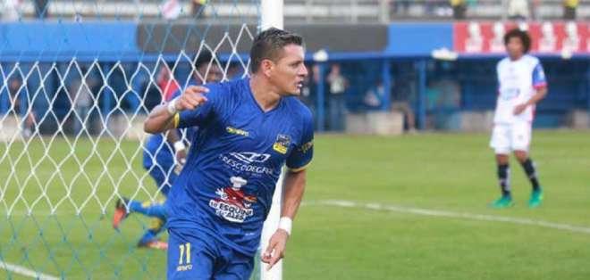 Carlos Garcés, figura de Delfín SC.