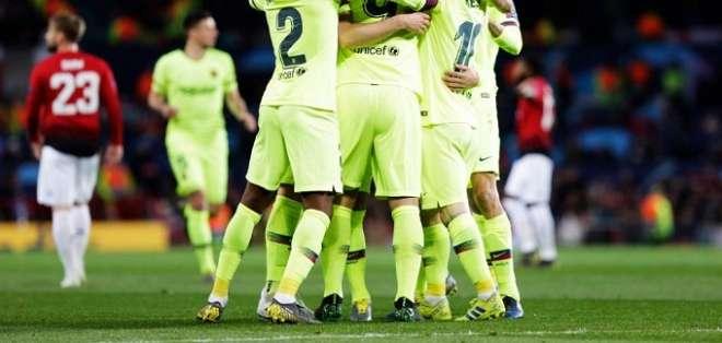 Jugadores del Barcelona celebran el único gol.