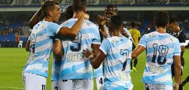 Jugadores de Guayaquil City, celebrando un tanto.