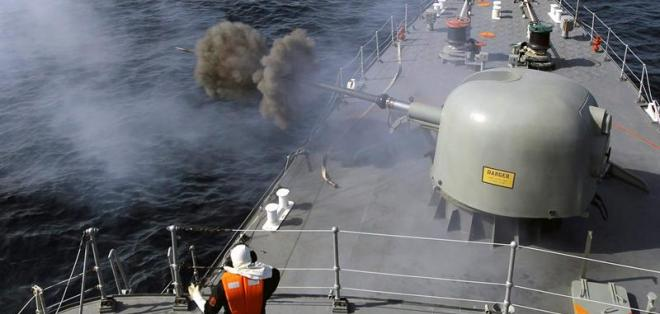 Irán lanza un primer misil de alcance intermedio en sus maniobras navales