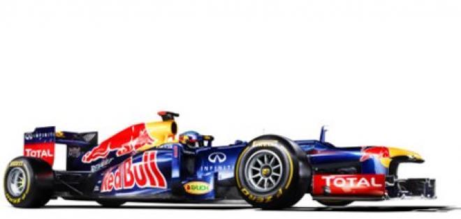Vettel y Webber presentan el Red Bull RB8, heredero del laureado RB7
