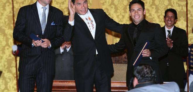 Futbolistas Dreer y Oyola se naturalizan como ecuatorianos