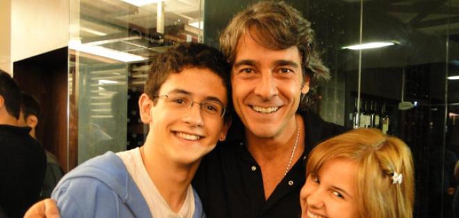 Equipo de producción y elenco de la novela Cuchicheos se reunieron para ver el primer capítulo