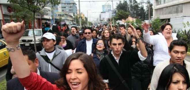 Confusión en estudiantes de universidades suspendidas