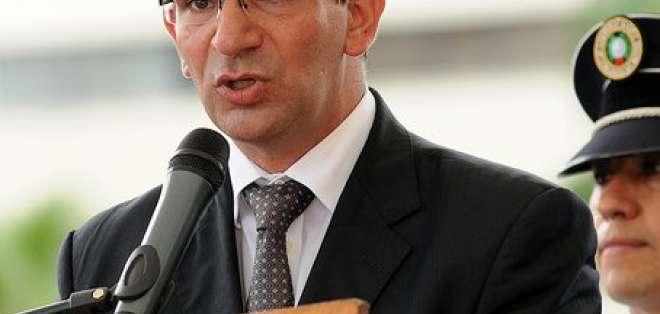 Ricardo Antón dice que no se adquirieron 1'200.000 chalecos