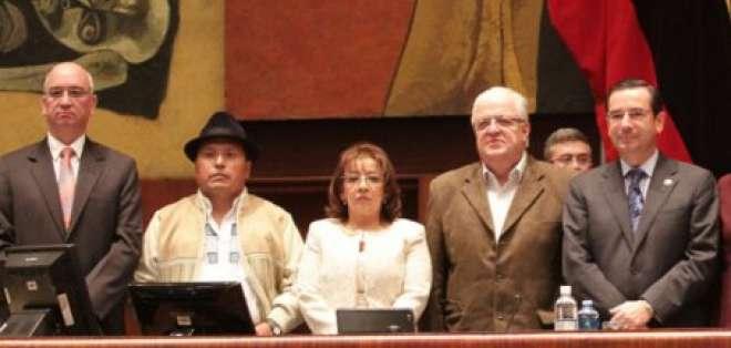Asamblea posesionó a integrantes del Tribunal Contencioso Electoral
