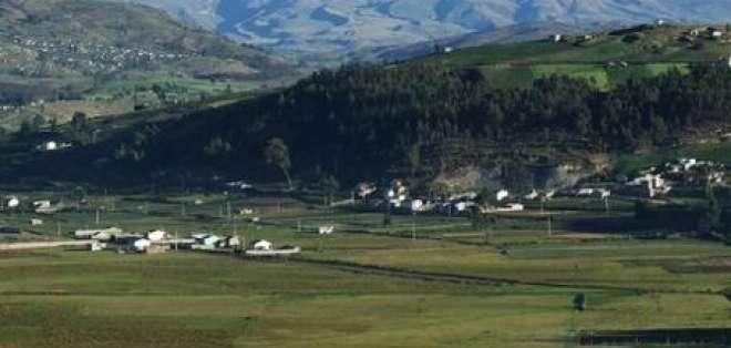 Policía busca a español que cayó en grieta de volcán Chimborazo