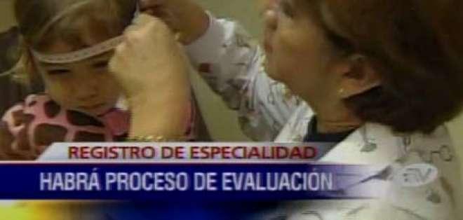 El CES iniciará proceso de evaluación para médicos sin especialización